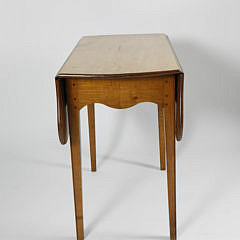 19th c. Hepplewhite Maple Drop Leaf Table Table