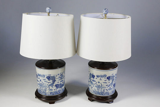 101 CC Pair of Blue and White Cylindrical Lamps A_MG_4029
