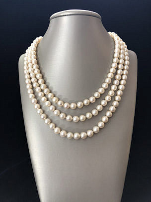 177-4800 triple strand pearl necklace A IMG_4141