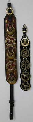33-4800 Two Decorative Horse Brasses on Leather Straps A_MG_3767