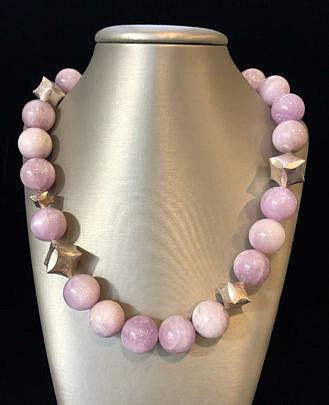 40762 Kunzite Bead Necklace A MG_4425