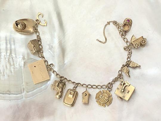 10-4847 Gold Charm Bracelet A IMG_5025