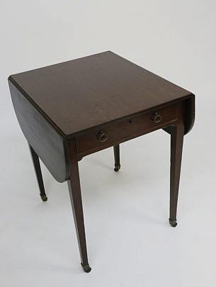 53-4905 English Mahogany Pembroke Table A_MG_4806