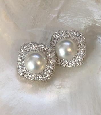 7-2404 Diamond Pearl Earrings A IMG_5283