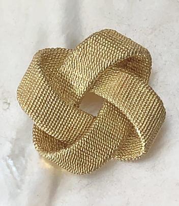 9-4847 Tiffany & Co. Gold Ribbon Twisted Brooch A