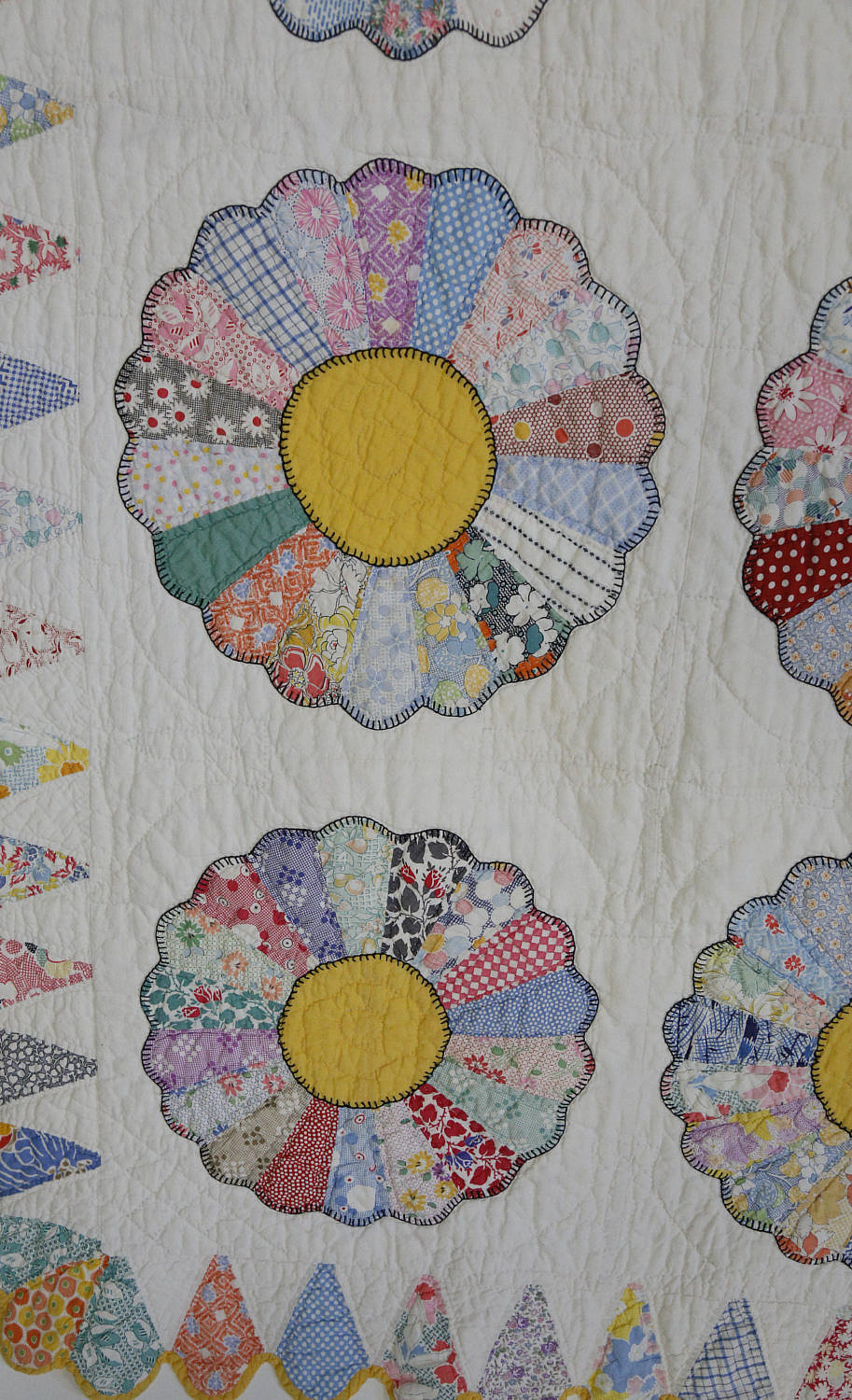 Vintage Yellow And White Dresden Plates Quilt