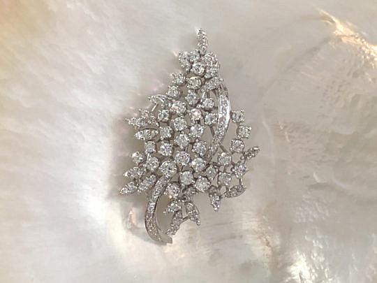 8-2404 Ladies Vintage Diamond Spray Brooch AA IMG_5272