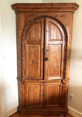 29-4940 English Pine Corner Cupboard A IMG_6196